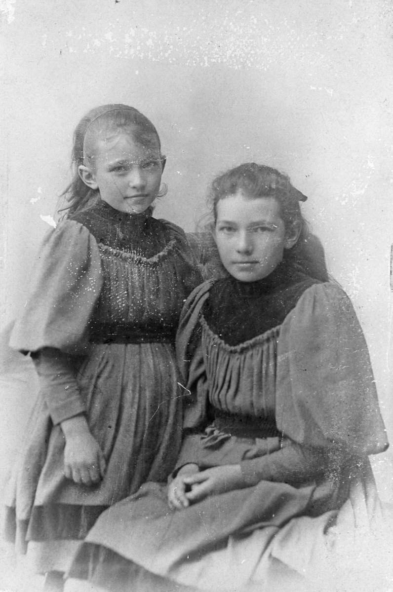 To av søsterene på Kirkerud.