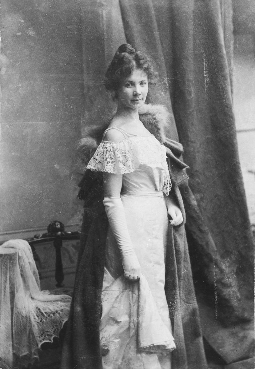 Lotta Søderberg, f Morell. Svensk sangerinne.