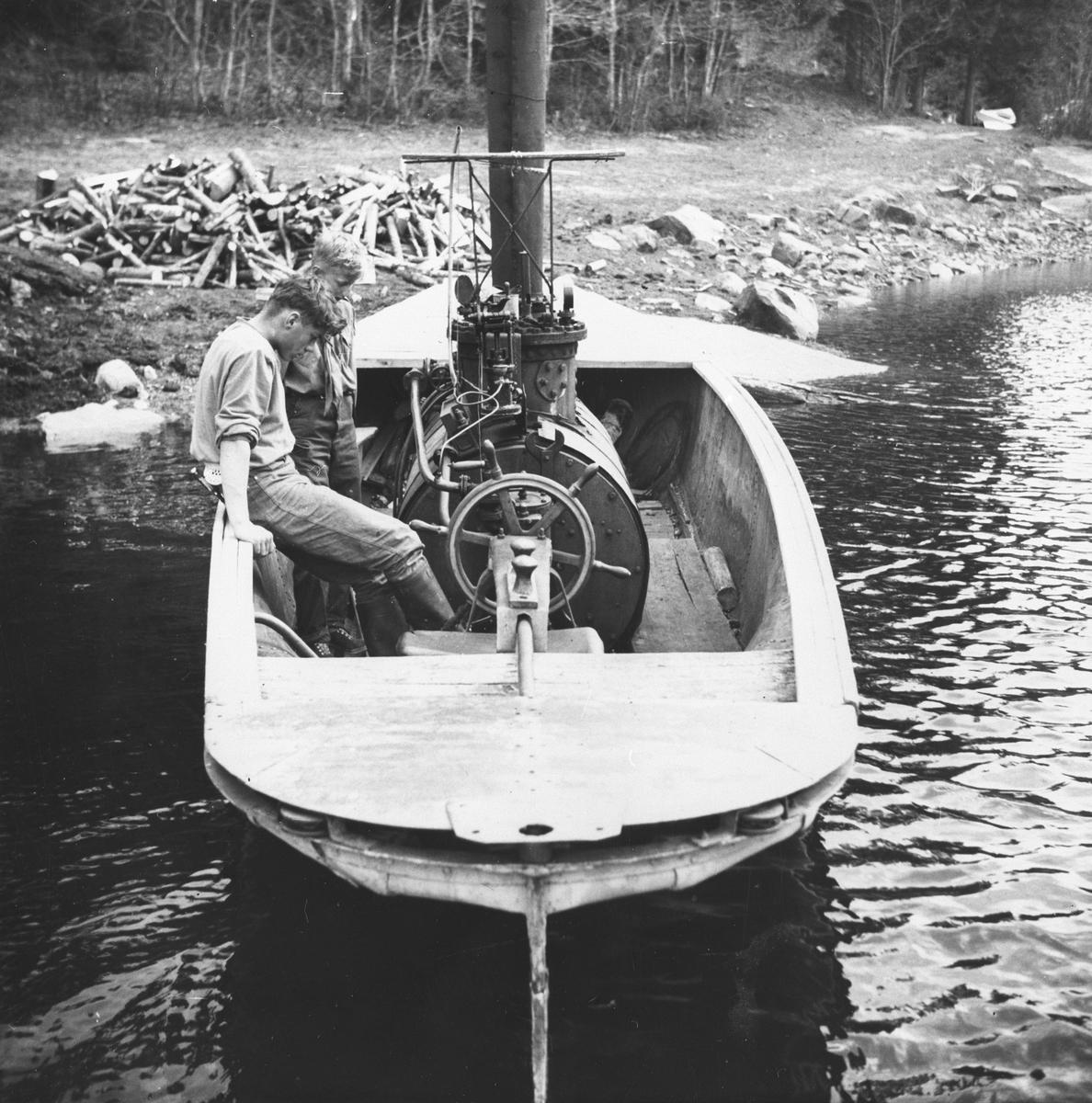 """Dampbåten """"Lerka"""" ble brukt til fløting på Børvann."""