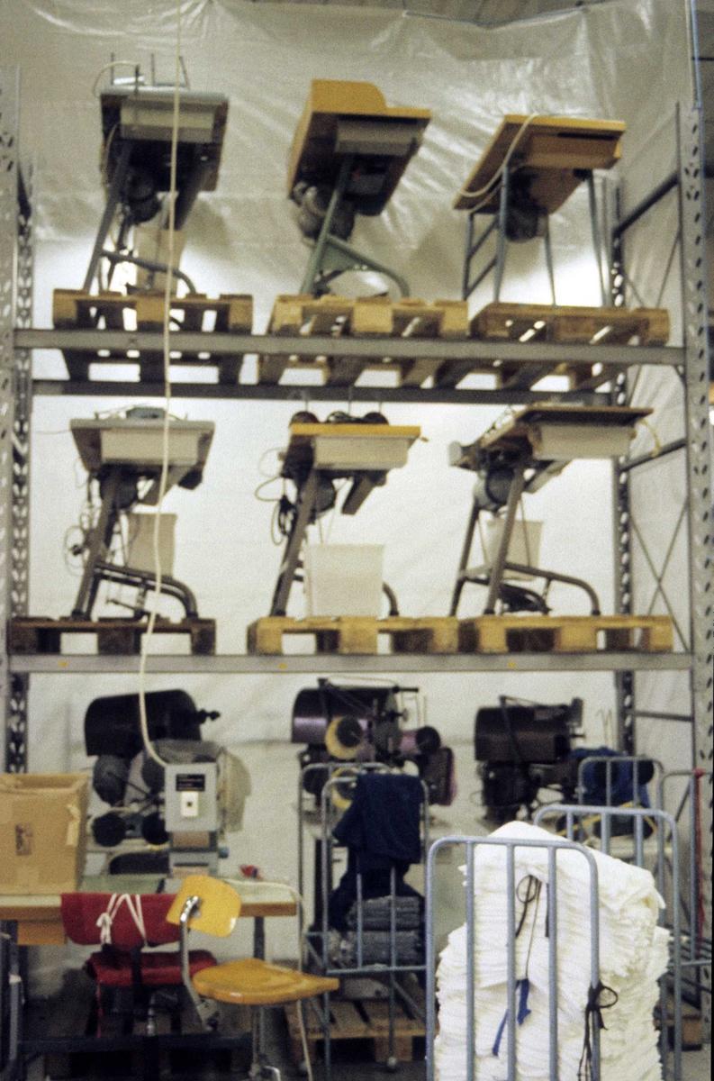 Dovre Fabrikker, T-skjorte produksjon, symaskiner lagret