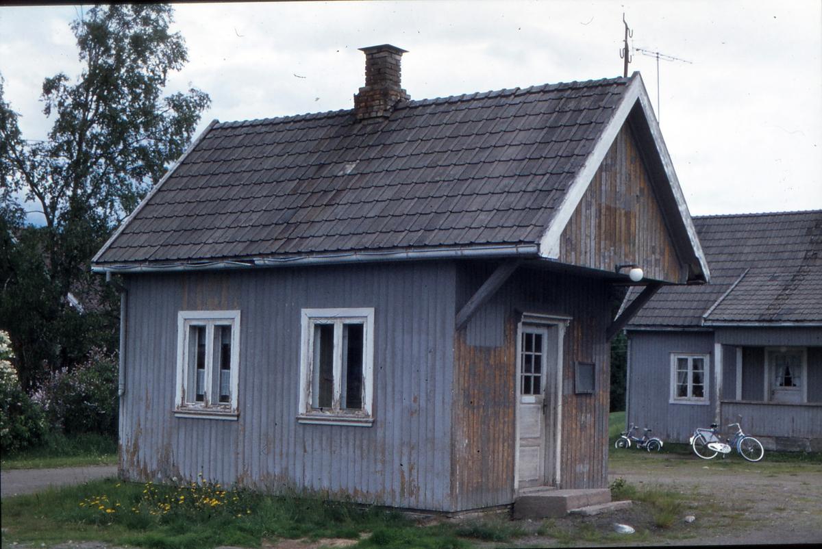 Mork stasjon fjorten år etter nedleggelsen.