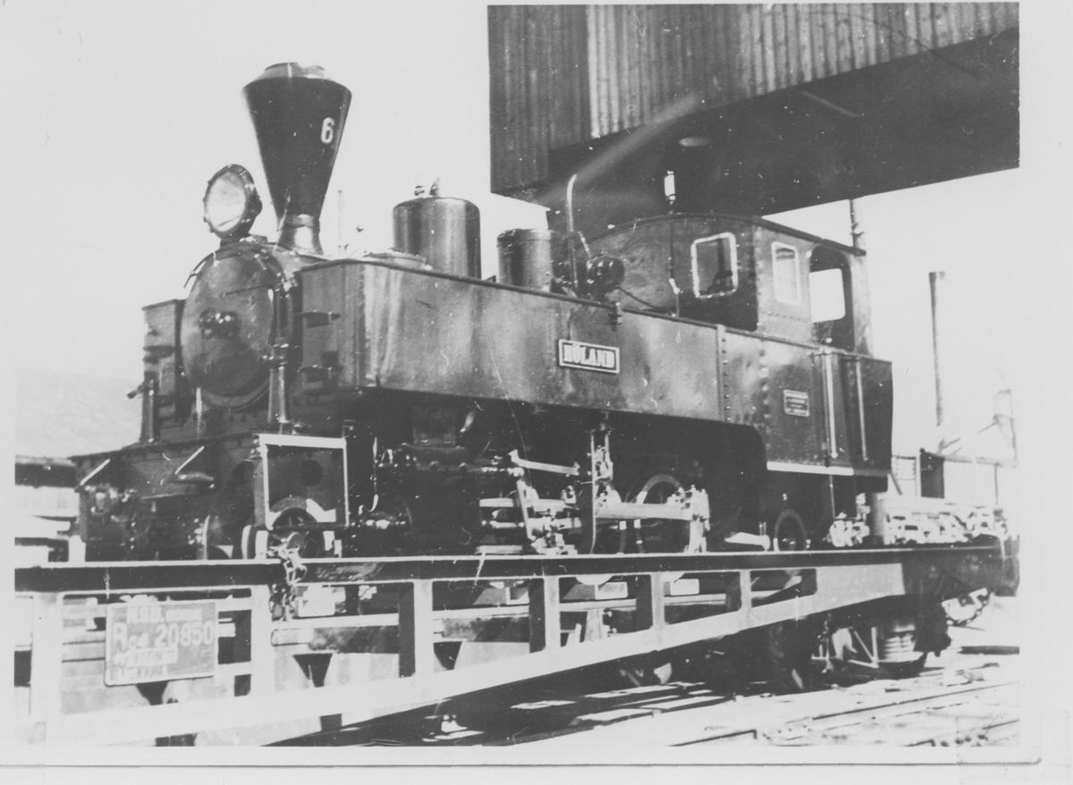 Lok 6 Høland under transport til NSBs 100 års jubileumsutstilling på Framnes i Oslo i 1954.
