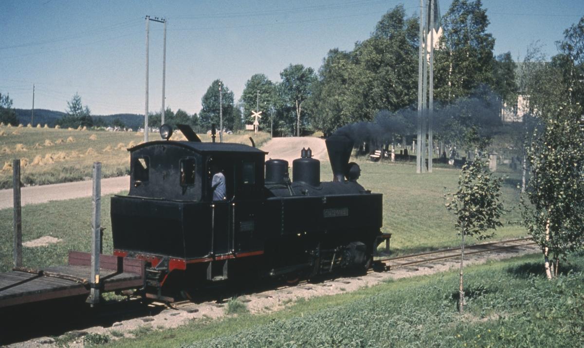 Tog 2058 til Sørumsand skifter på Løken stasjon