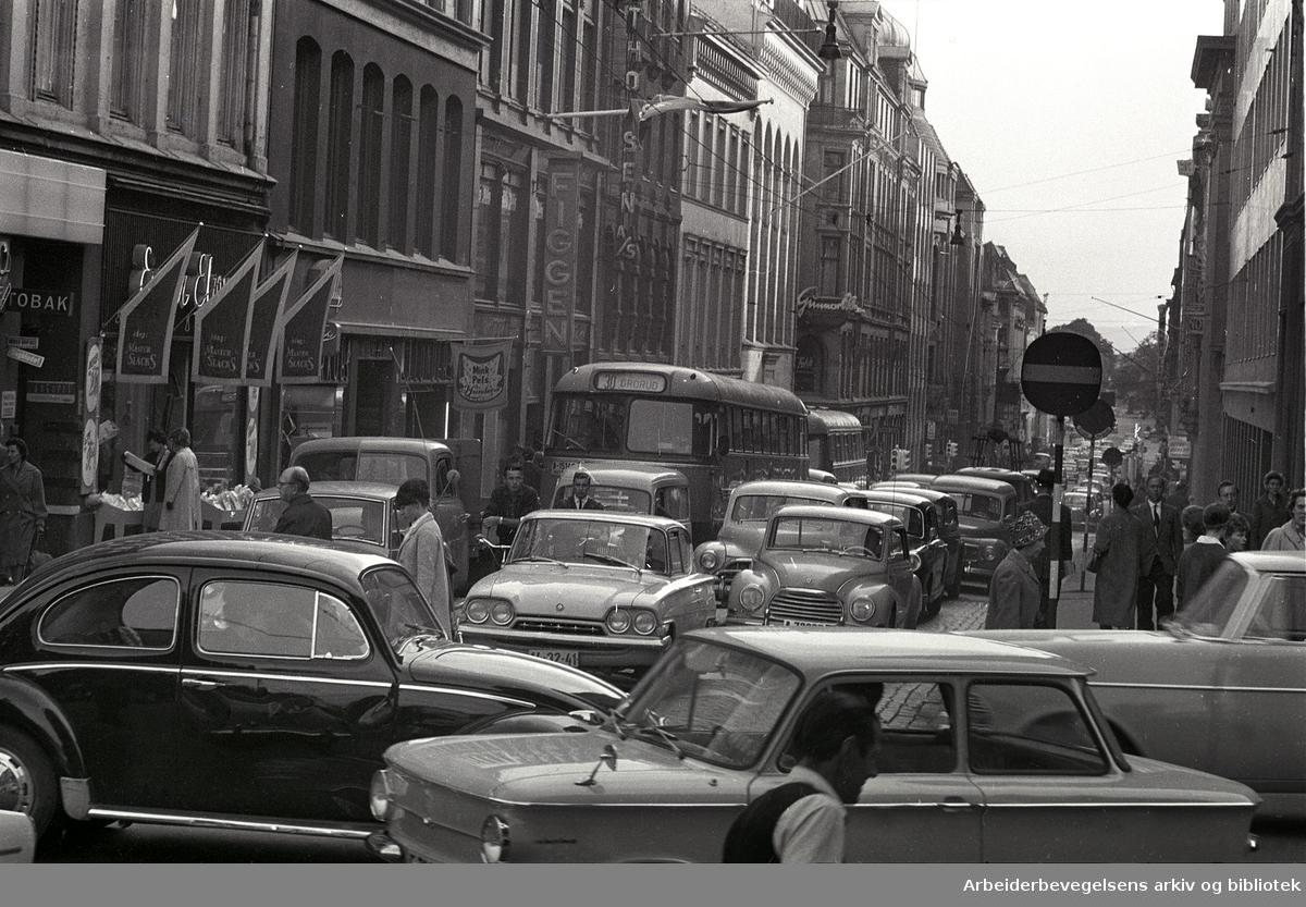 Biltrafikk i Kirkegata, september 1963