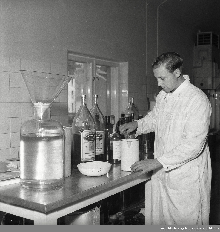 Nora bryggeri, fra laboratoriet,.juli 1947