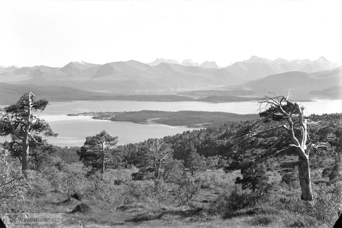 Fra Tusten mot Romsdalen sommer (se 1061 vinter)
