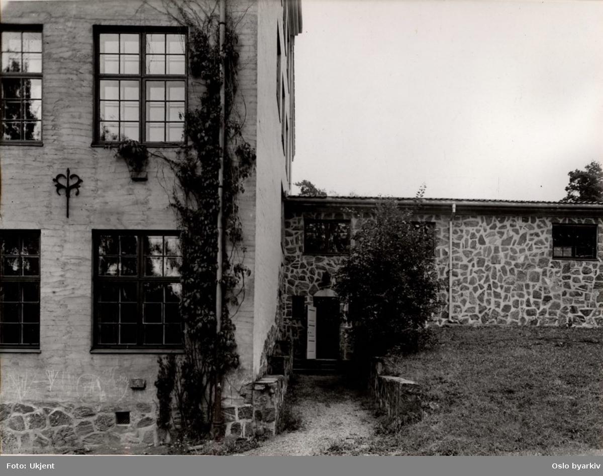 Badet hadde lokaler på Nordstrand gymnas, nåværende Nordstrand videregående skole (Steinerskolen).