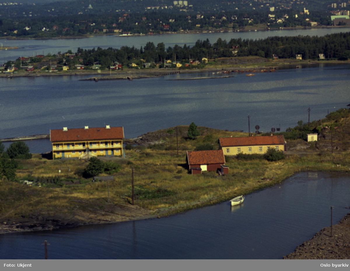 Heggholmen, Gressholmen. Arbeiderbolig for Lilleborg fabrikker, tidl. Christiania Dampoljemølle (Flyfoto)