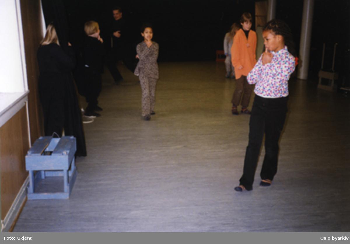 Barneteater. Workshop - Samarbeid med Opera Omnia. Kontakt Nordic Black Theatre ved ev. bestilling av kopier.