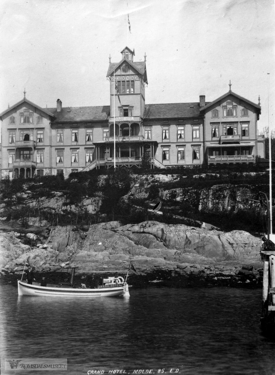 Grand Hotel sett fra fjorden.. (innkommet 12/4-2005) ,  ....Hotellet stod på Grandvegen vest for Moldegård. ....Det eksisterte i åra 1885-1919.