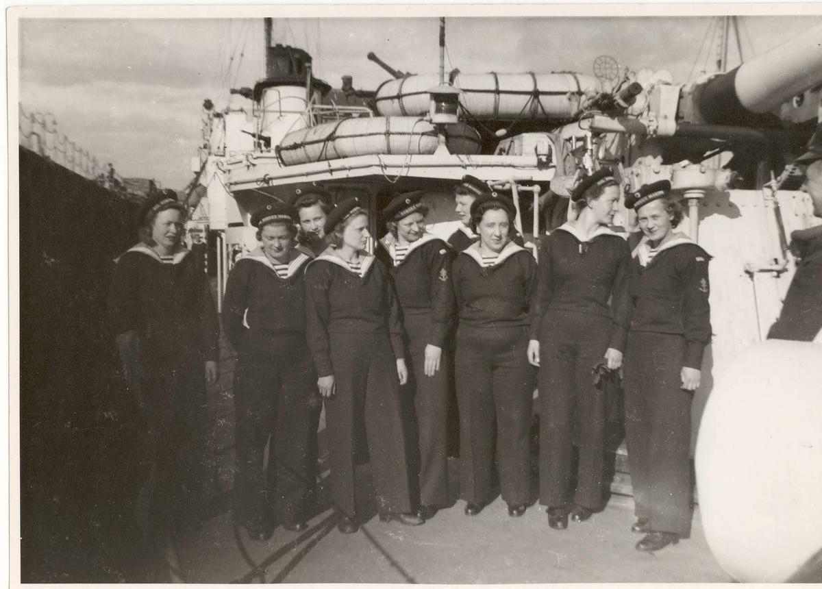 Motiv: Marinens Kvinnekorps - Kull nr 1/1942 om bord i jageren Sleipner