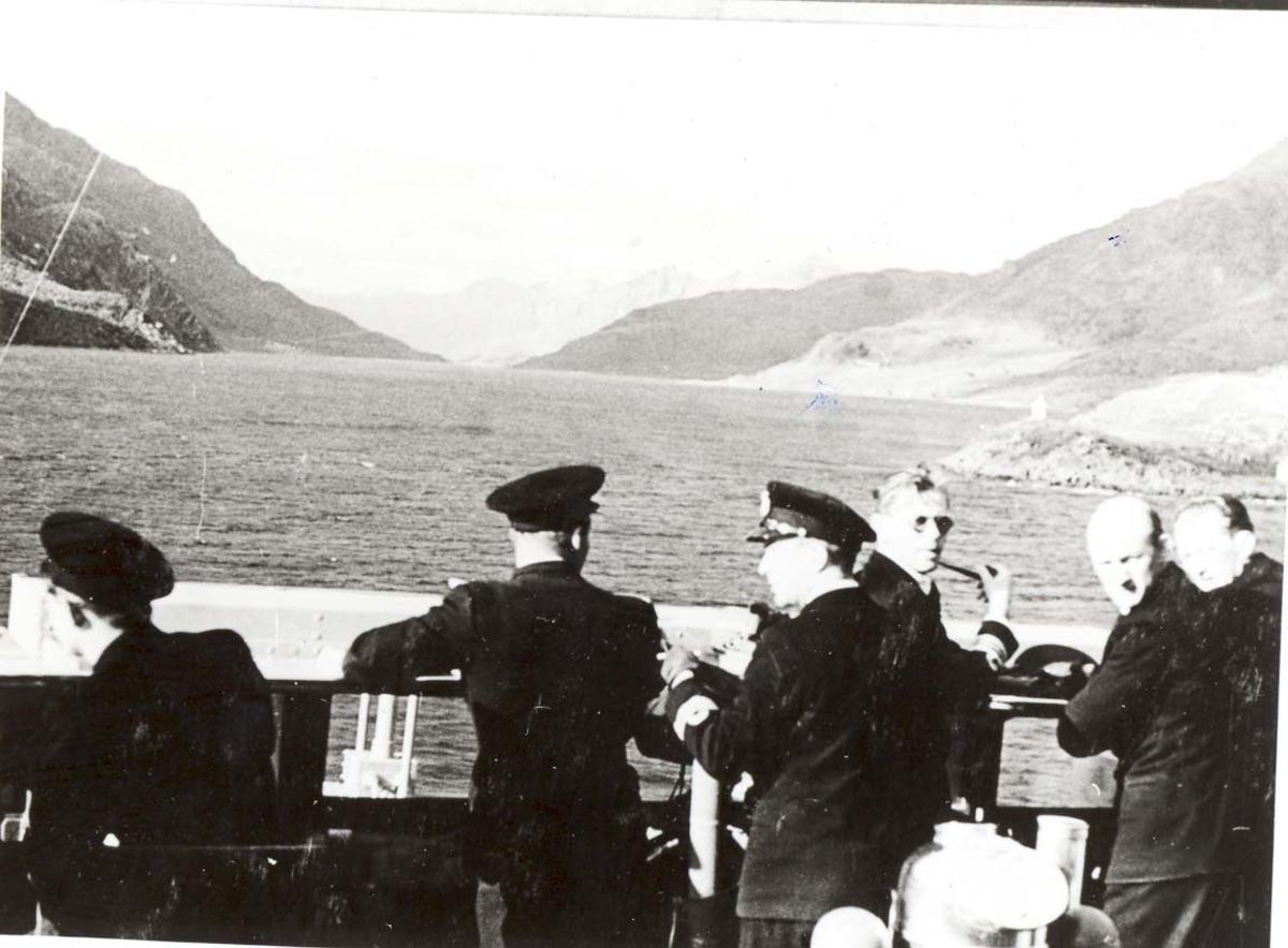 Motiv: Kongeferden 1946. Fra broen på jageren STORD i Raftsundet.