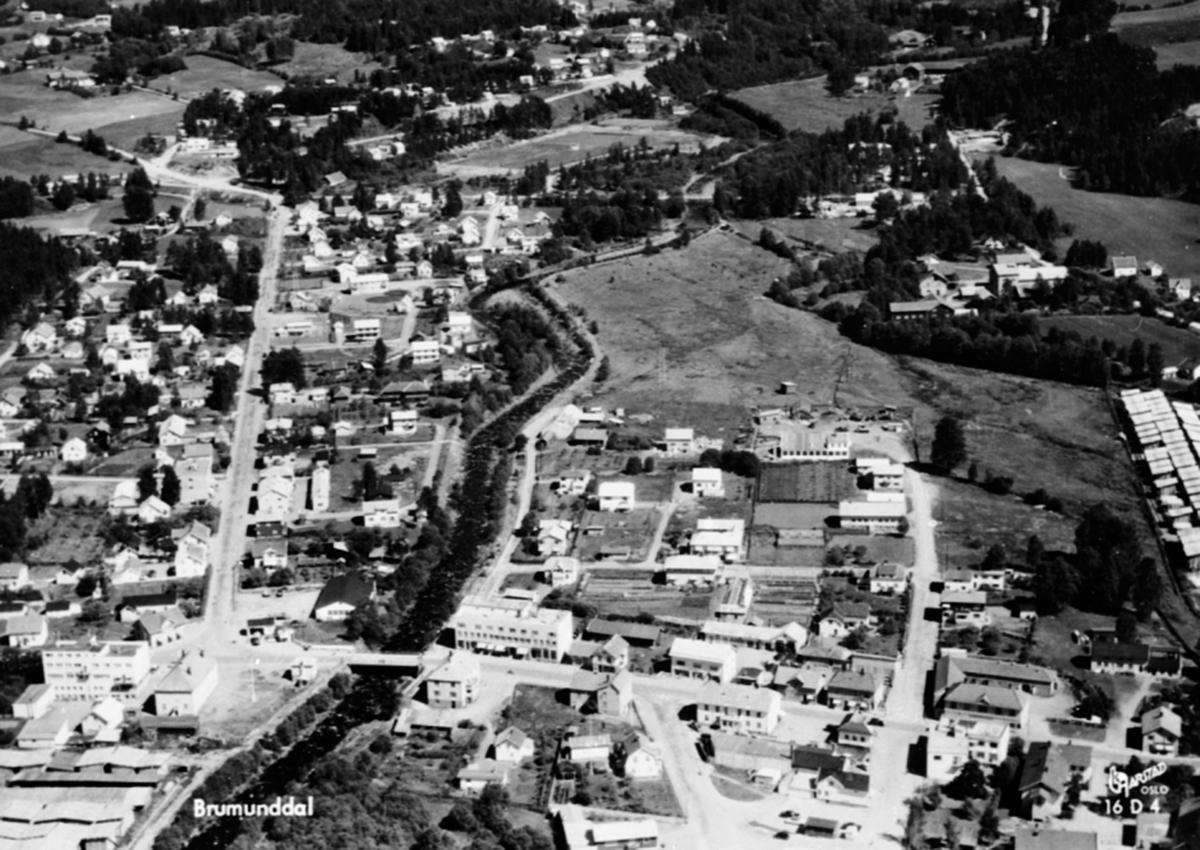 Flyfoto av Brumunddal sentrum, Brumunda, Berger Langmoens vei, Ringsaker.