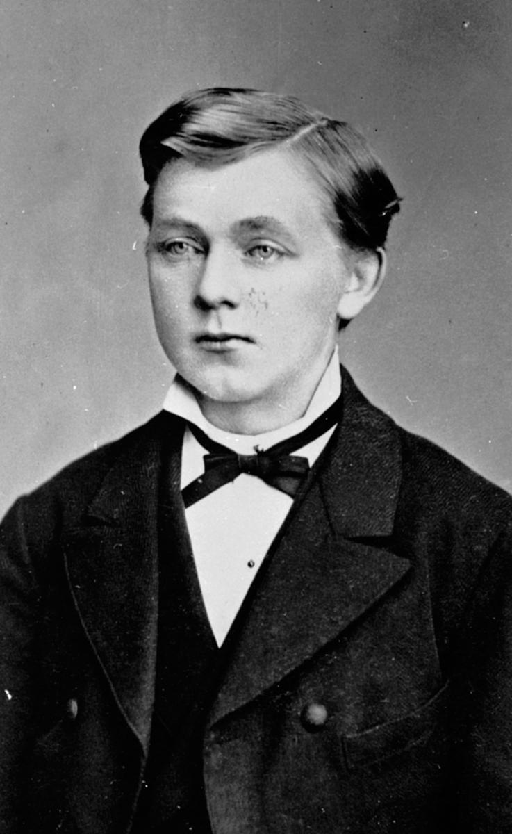 Portrett av Hans Schwabe født 3.11-1858. Mørkved lille, Furnes.