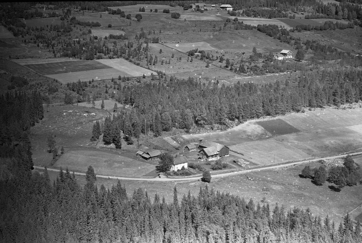 Flyfoto av Storsvea gard, Brøttum, Ringsaker.