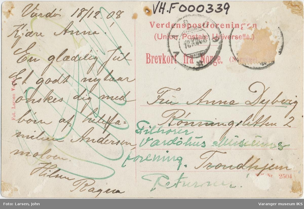 """Postkort, agntrafikk på Nordre Våg, passasjerskipet """"Imperator Nikolai II"""" i bakgrunnen"""
