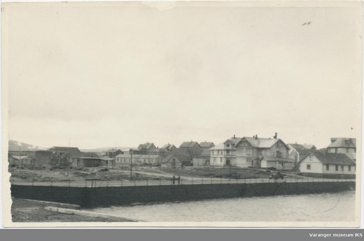 Valen, Brodtkorbs forretning og bolighus, samt Grand Hotel, til høyre