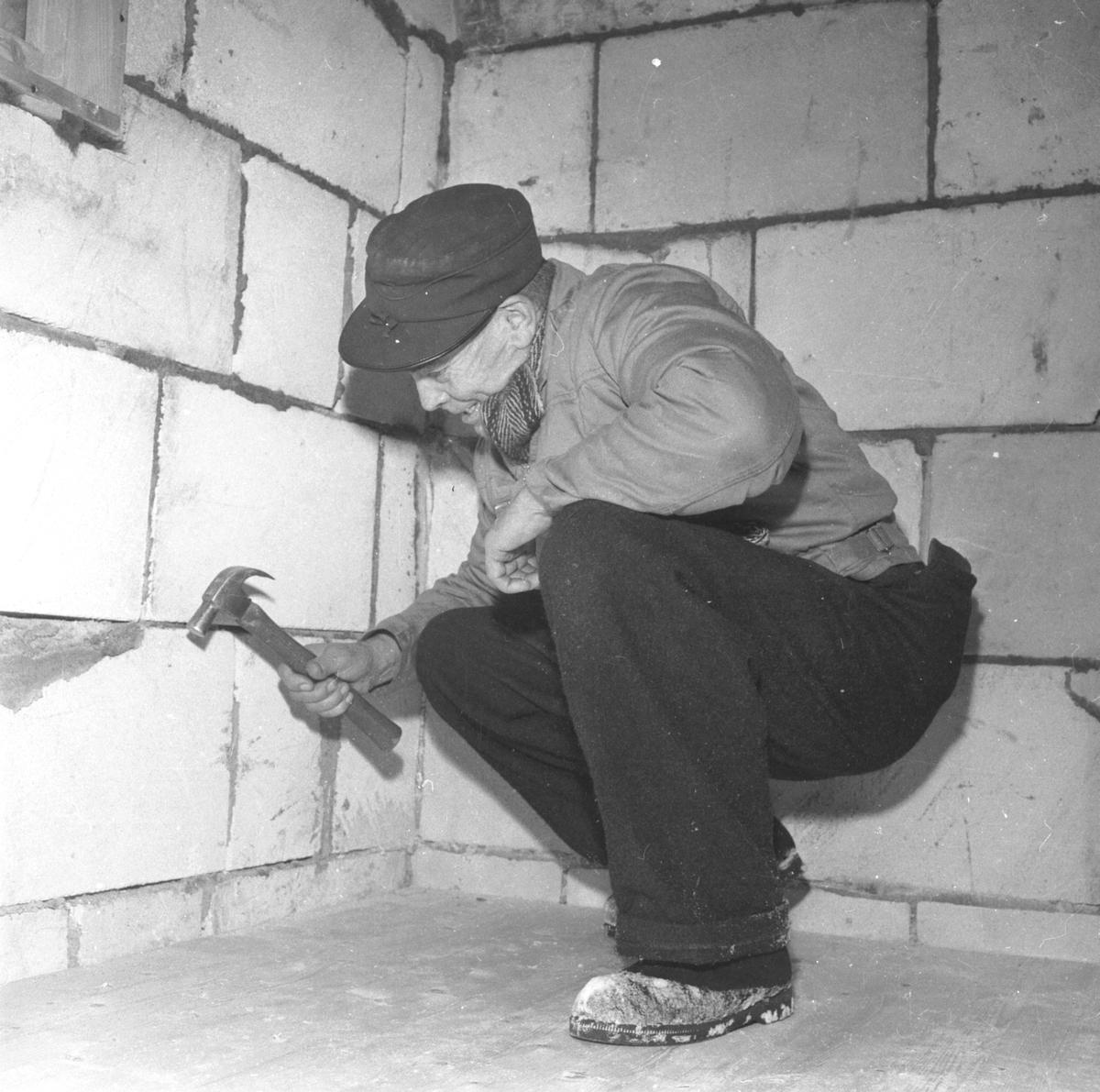 Nytt klubbhus i Romedal idrettslag under bygging. Ole Haugli. (HS 27. februar 1960).
