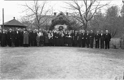 Tatt ifb med Kristian Prestkværns begravelse i 1946. Følget