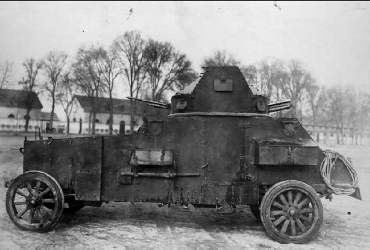 Saumur, pansarbil av 1918 års modell.