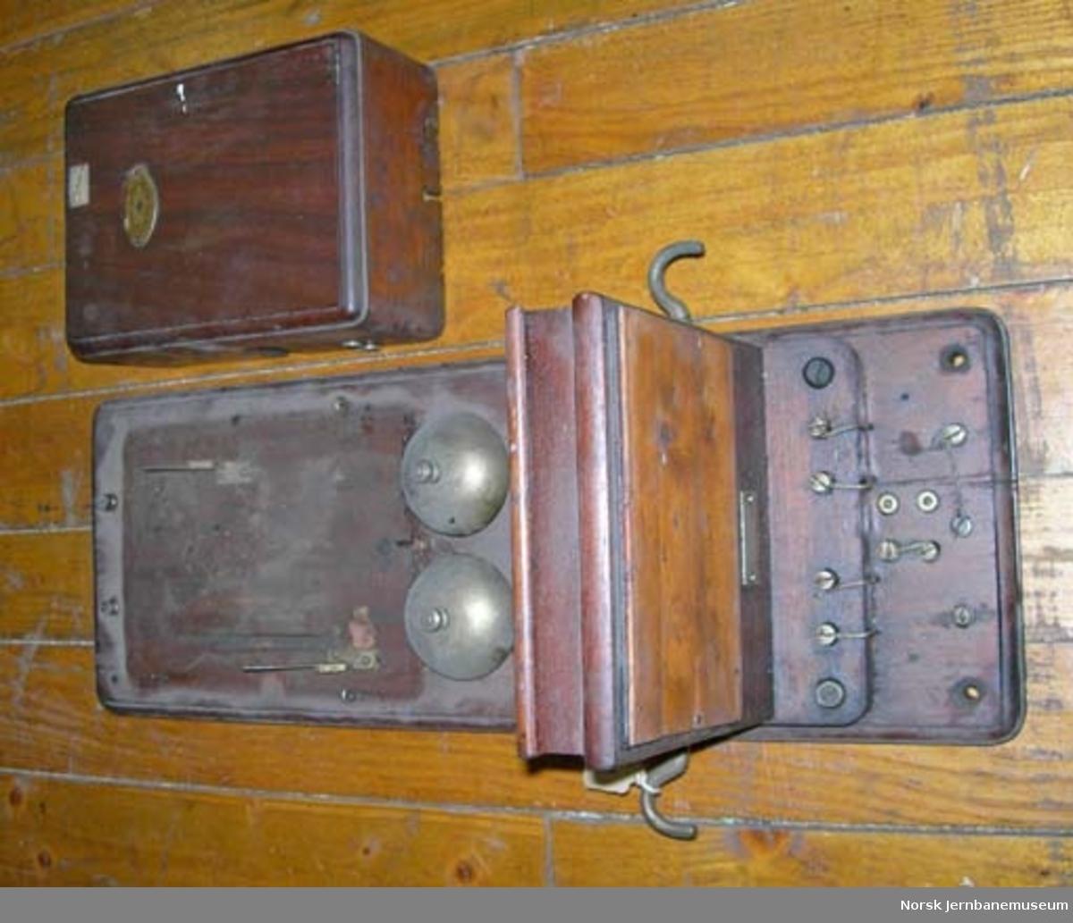 Telefonapparat med fast platemikrofon