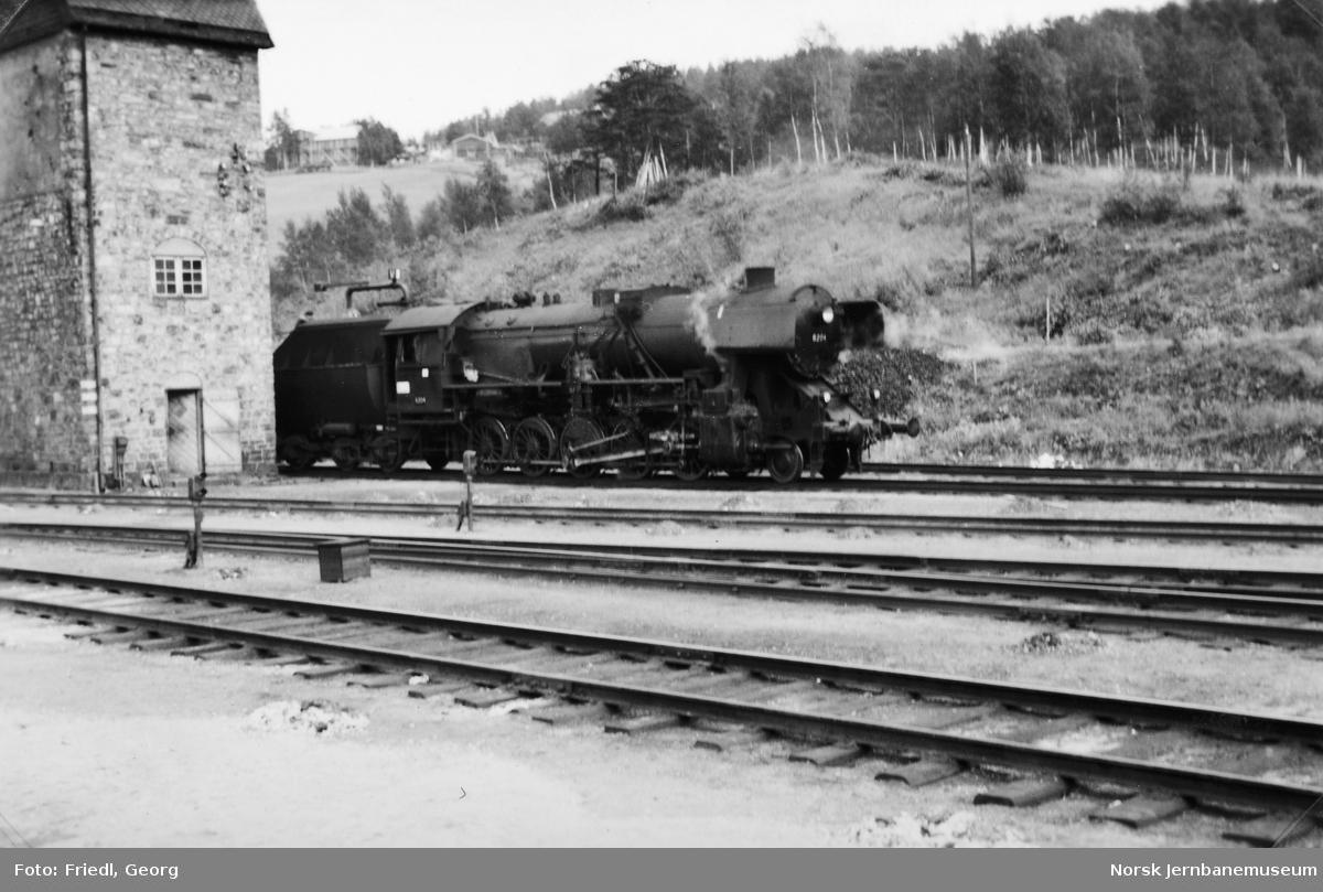 Damplokomotiv type 63a nr. 6204 på Dombås stasjon