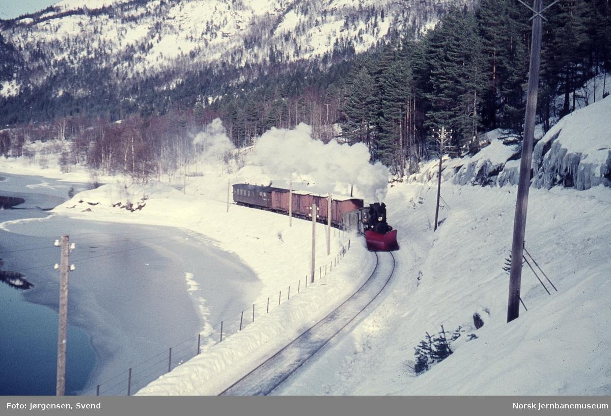 Godstog 5661 ved Vassenden holdeplass