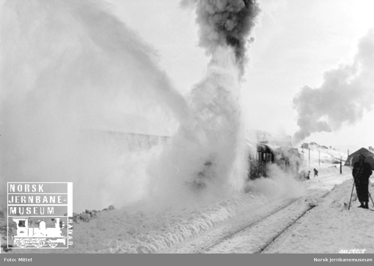 Damplokomotiv med roterende snøplog