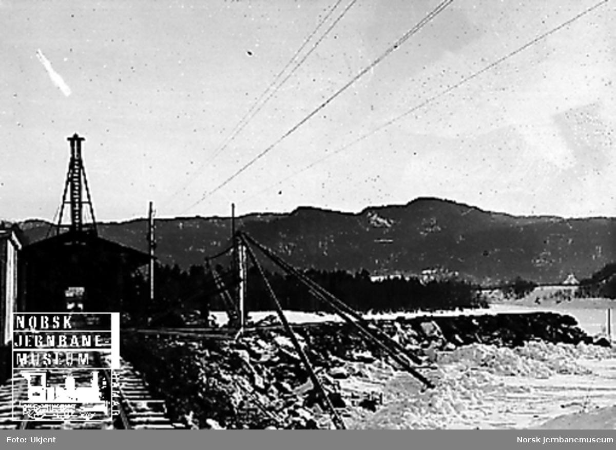 Elveforbygning ved brua over Gaula, sett nordfra