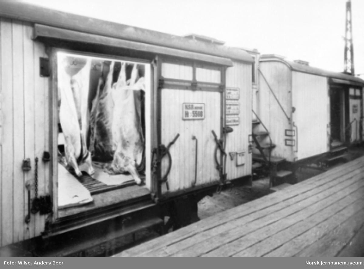 Kjølevogn litra Hf3 nr. 5598 fullastet med kjøtt