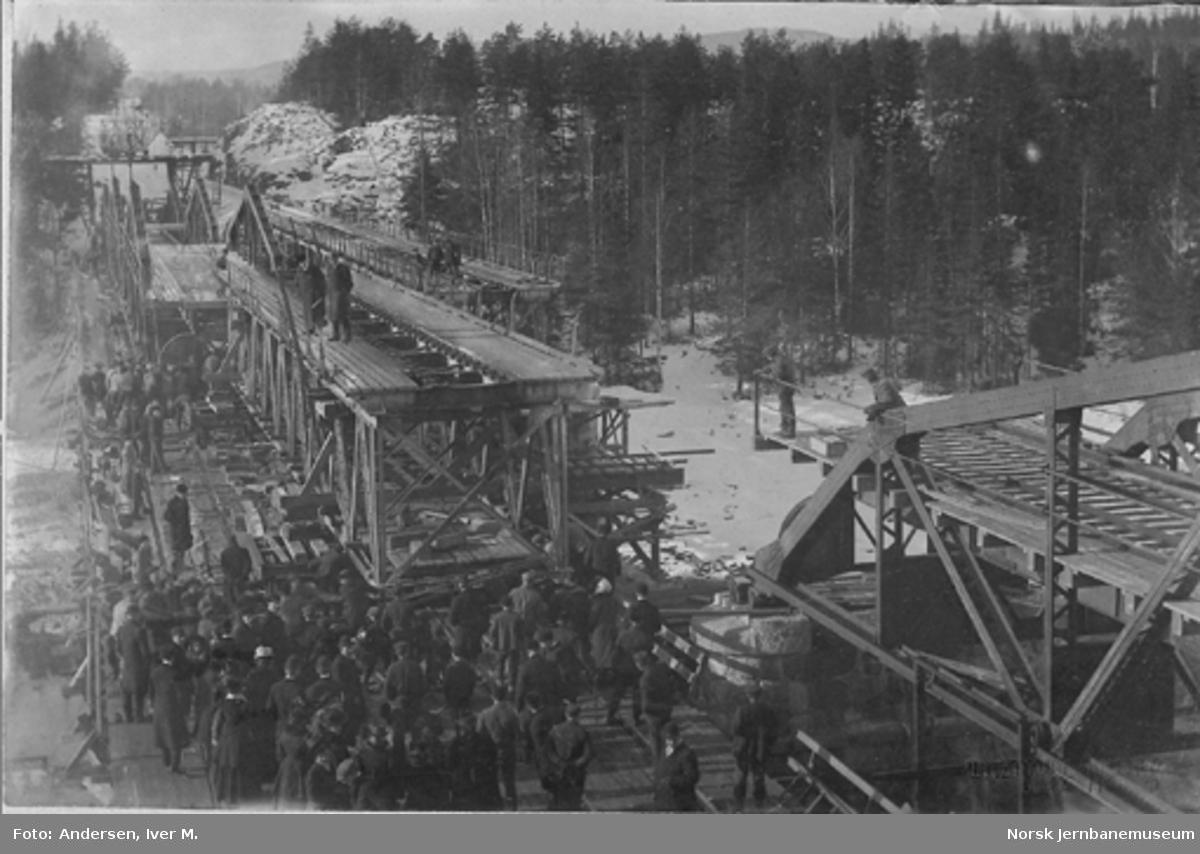 Ombygging av Kattfoss bru : montering av nytt spenn