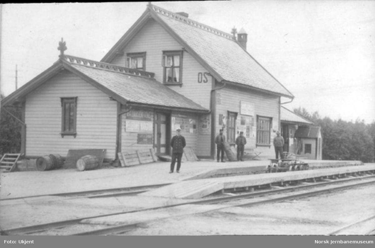 Os stasjonsbygning