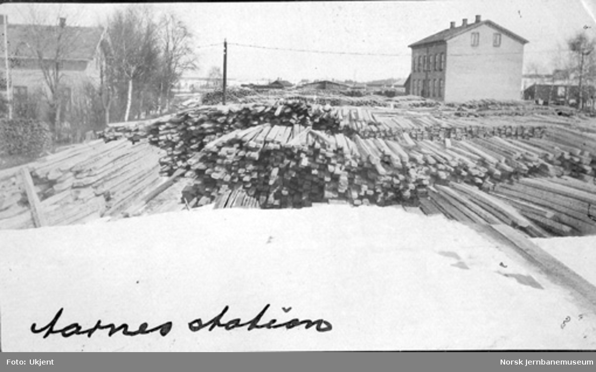 Trelastlager på Årnes stasjon