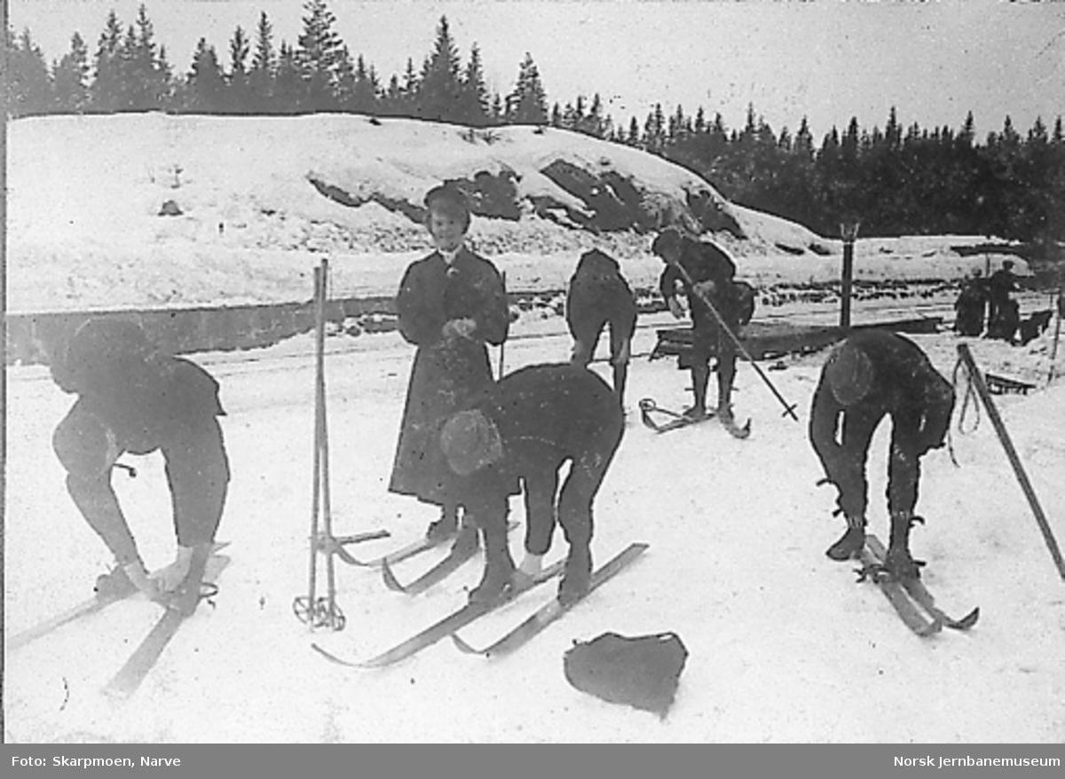 Nittedal stasjon med skiløpere