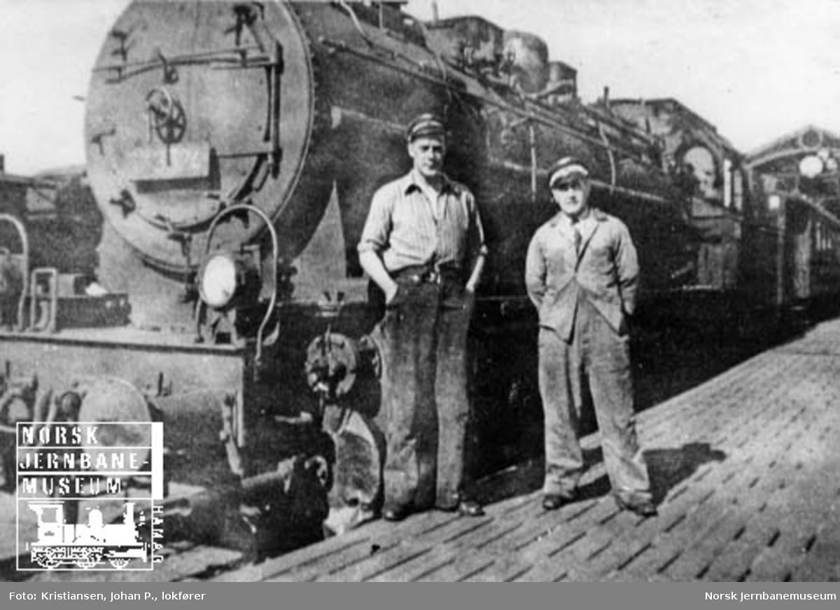 NSB damplokomotiv type 61a nr. 3524 foran tog 213 på Oslo Ø