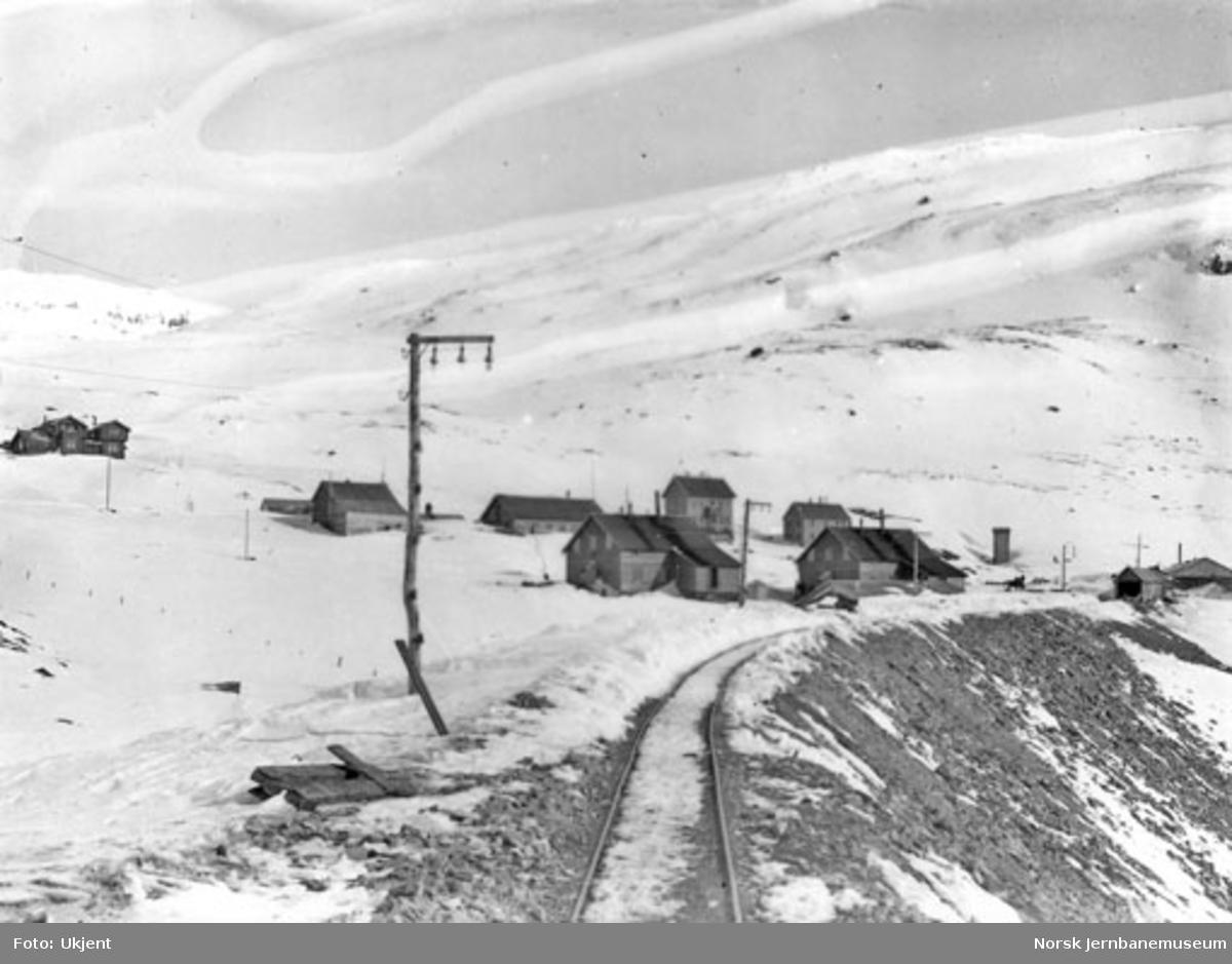 Anlegget av Gravehalsen tunnel; anleggsspor ut av tunnelen på Upsete