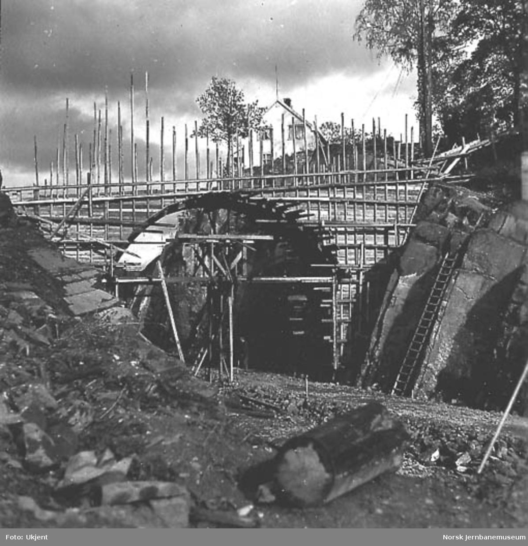 Drammenbanens dobbeltspor Asker-Sandvika, forskaling til gangbru pel 1461