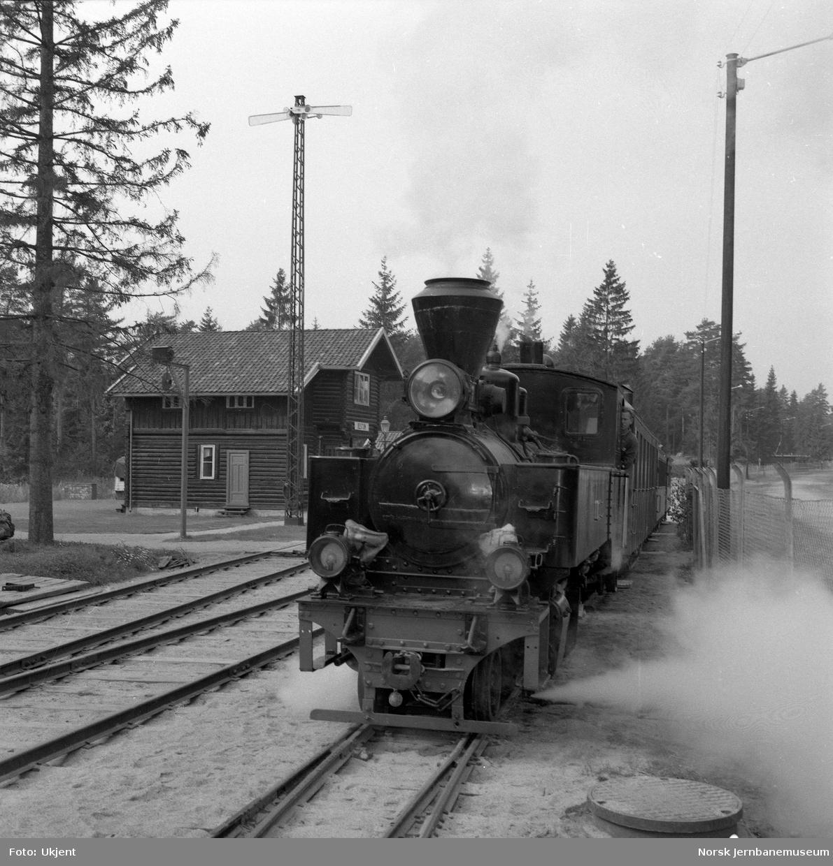 """Prøvekjøring av Tertittoget på Jernbanemuseum - med damplokomotivet """"Prydz"""""""