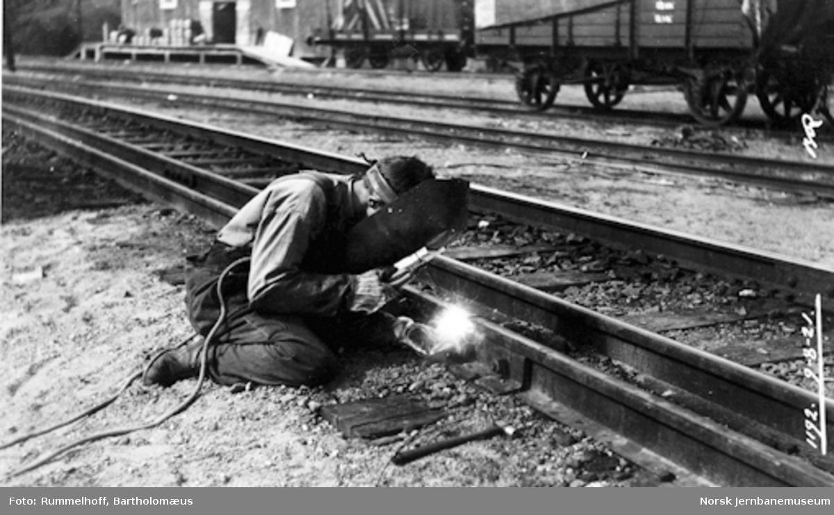 Drammenbanens elektrifisering : sveising av skinneskjøter