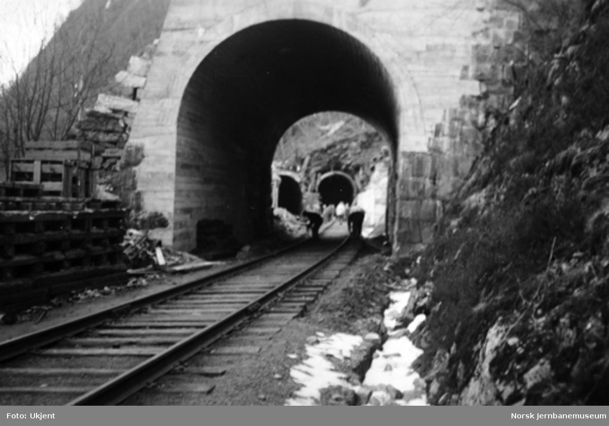 Vossebanens ombygging : Kattegjelet tunnel vestre portal