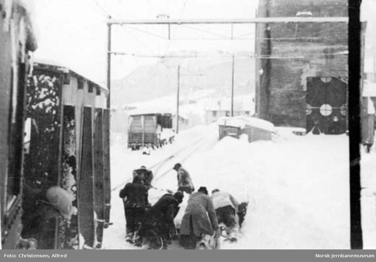 Tørning av sporrenser på Løkken stasjon