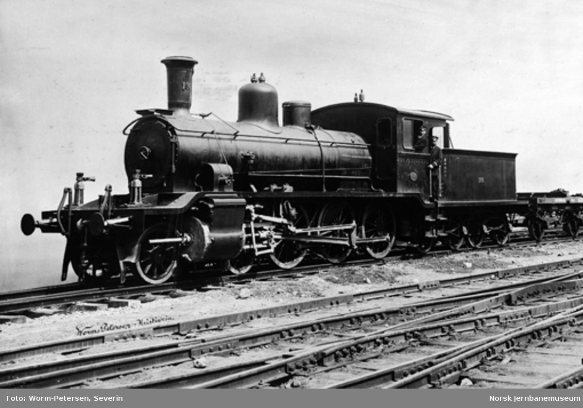 Godstog fra ca år 1901, trukket av damplokomotiv type 18a nr. 138