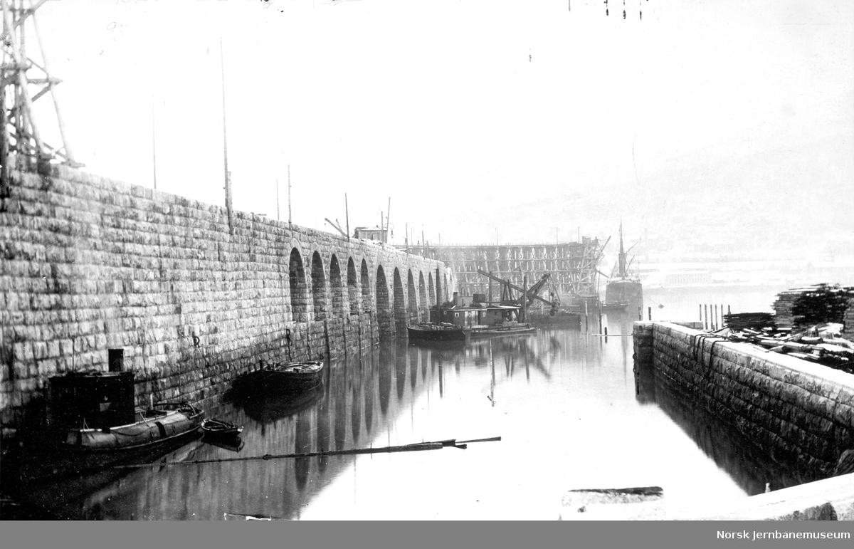 LKABs anlegg i Narvik : malmkaiene under bygging