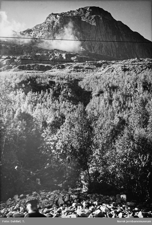 Ras ved km 10,5 mellom Djupvik og Straumsnes, hvor tog 43s lokomotiv gikk utfor fyllingen