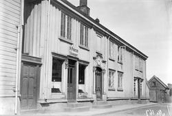 Fasaden til Brodtkorbgården fra 1785 i Kristiansund i Møre o