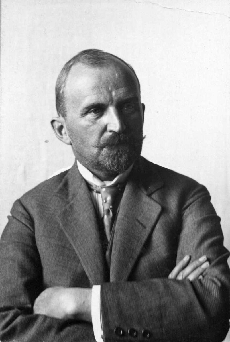 Direktør Hans Aall fotografert i 1923.