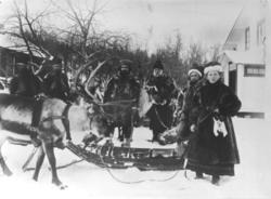 Avreise fra doktorgården Solheim, Kirkenes, Finnmark, 1897.
